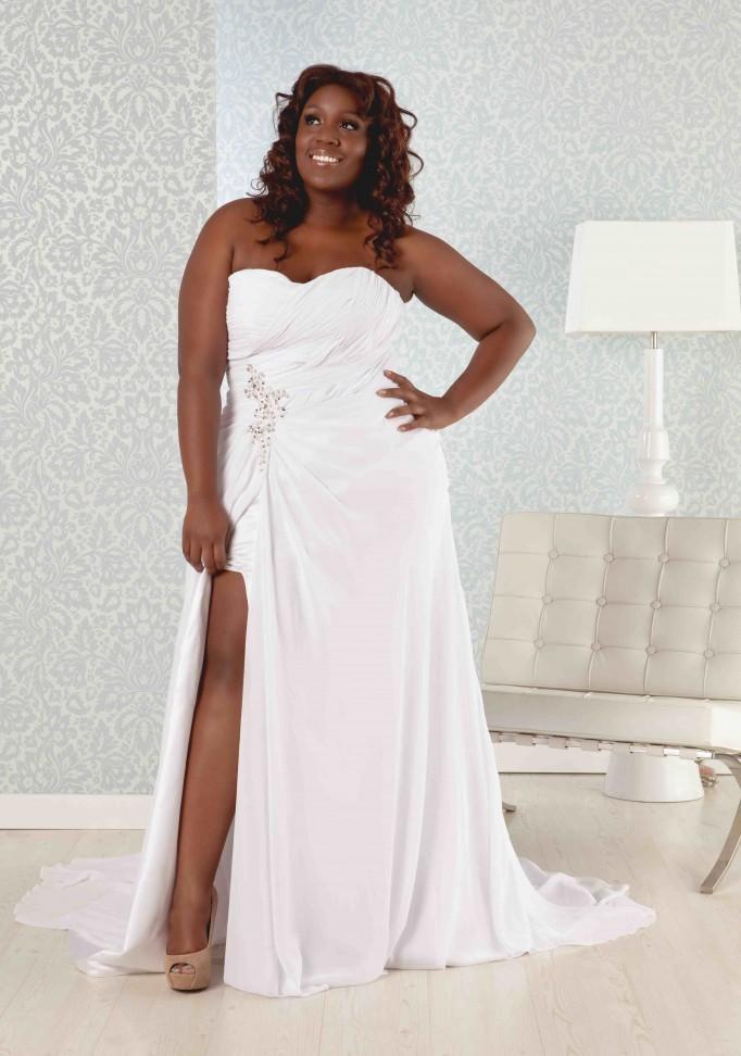 beach wedding dresses plus size photo - 1