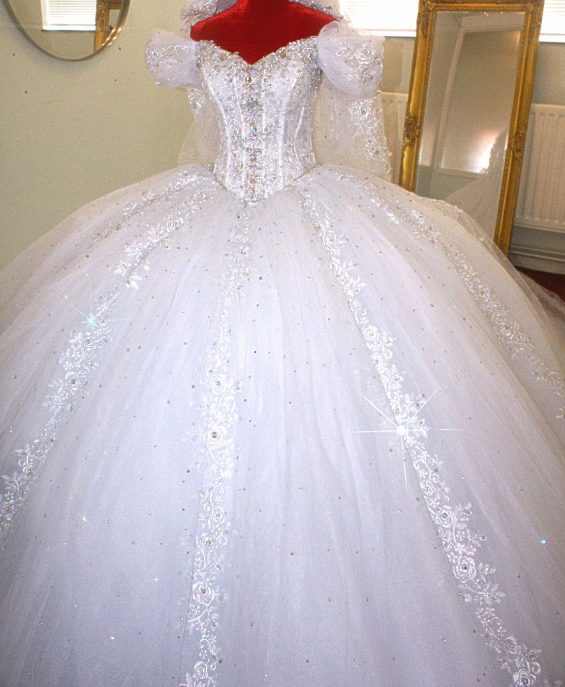 big wedding dresses with long trains photo - 1