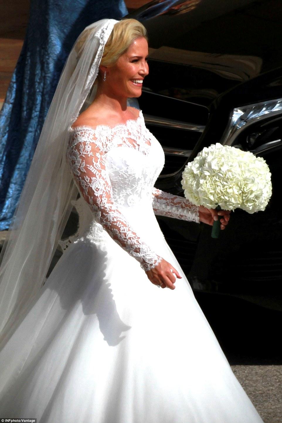 exclusive wedding dresses photo - 1