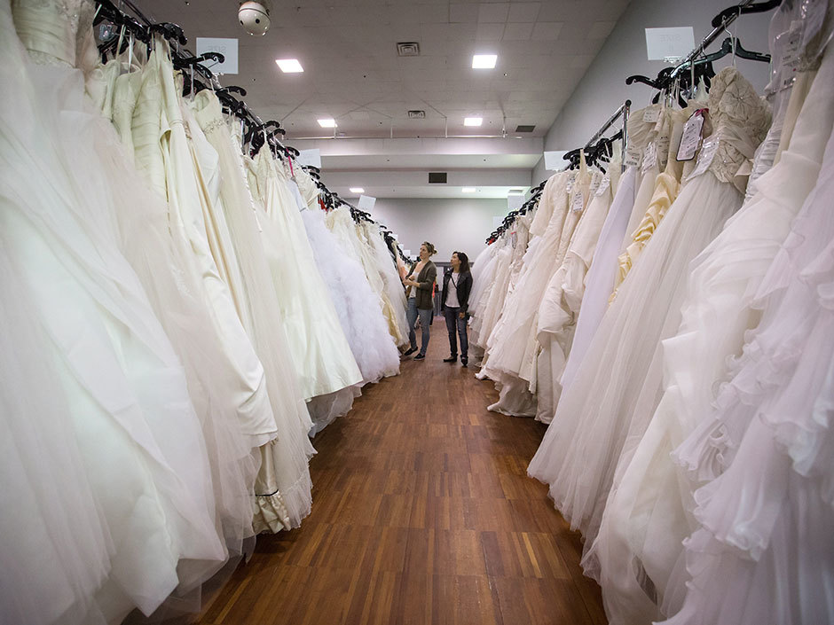 gently used wedding dresses photo - 1