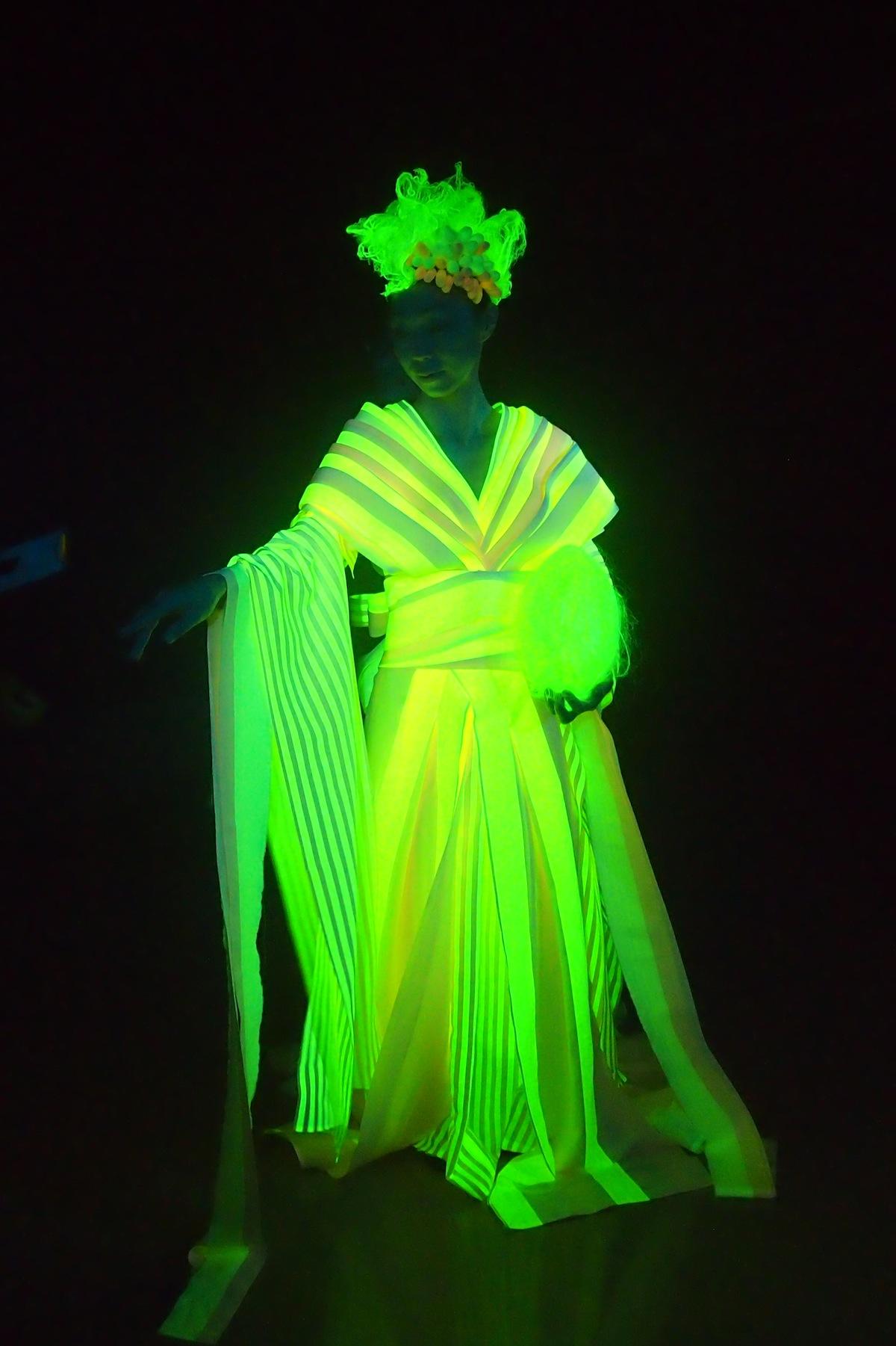 glow in the dark wedding dresses photo - 1