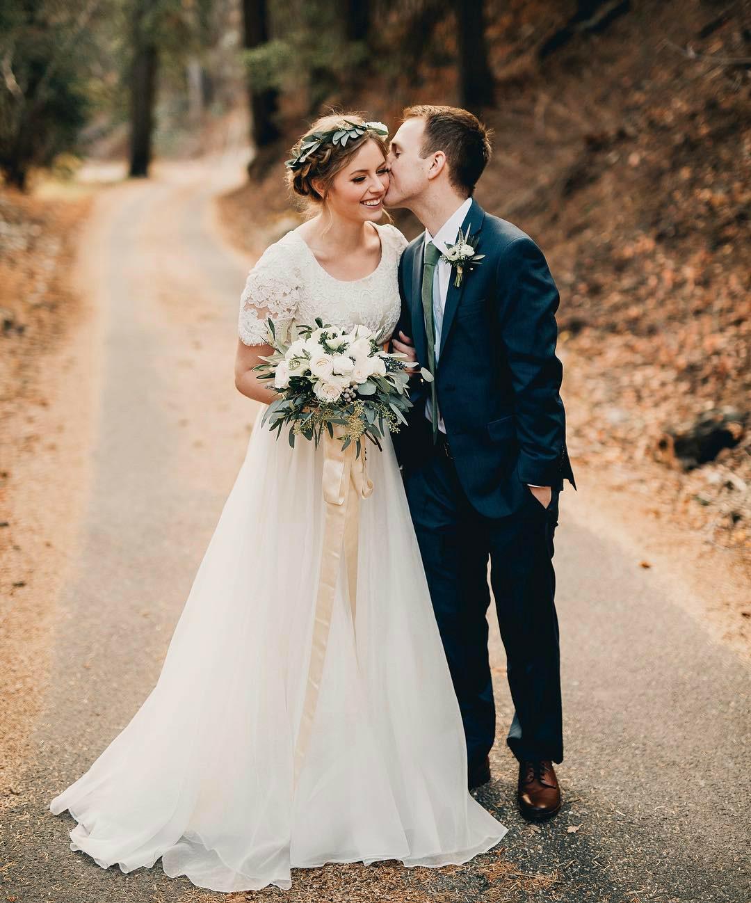 half sleeve wedding dresses photo - 1