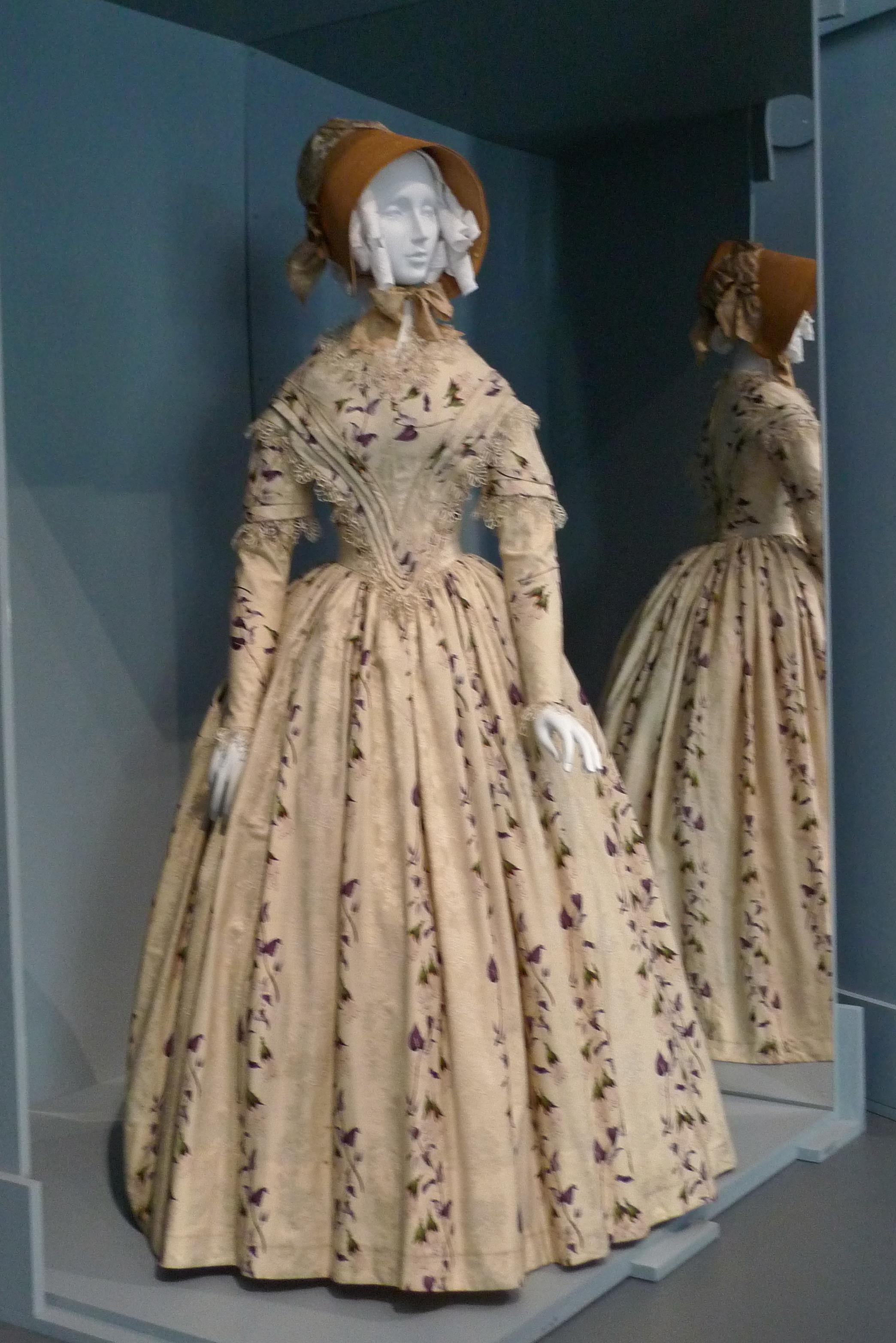 historical wedding dresses photo - 1
