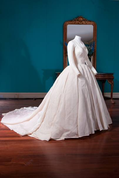 history of wedding dresses on a timeline photo - 1