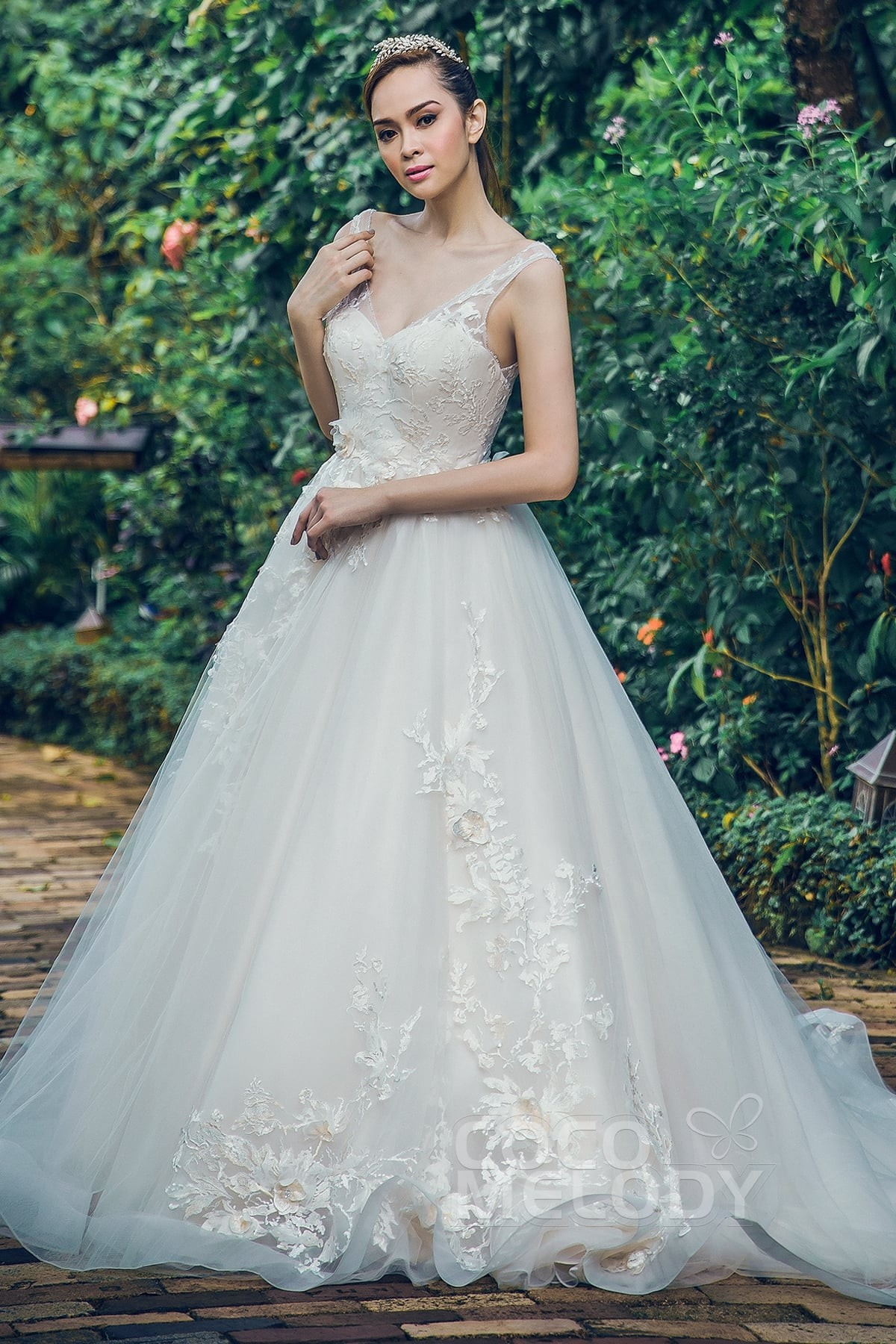 lace and organza wedding dresses photo - 1
