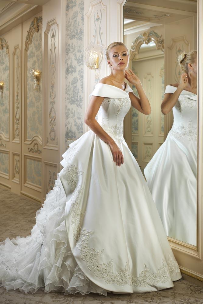 medieval themed wedding dresses photo - 1