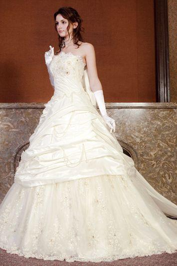 old fashioned wedding dresses photo - 1