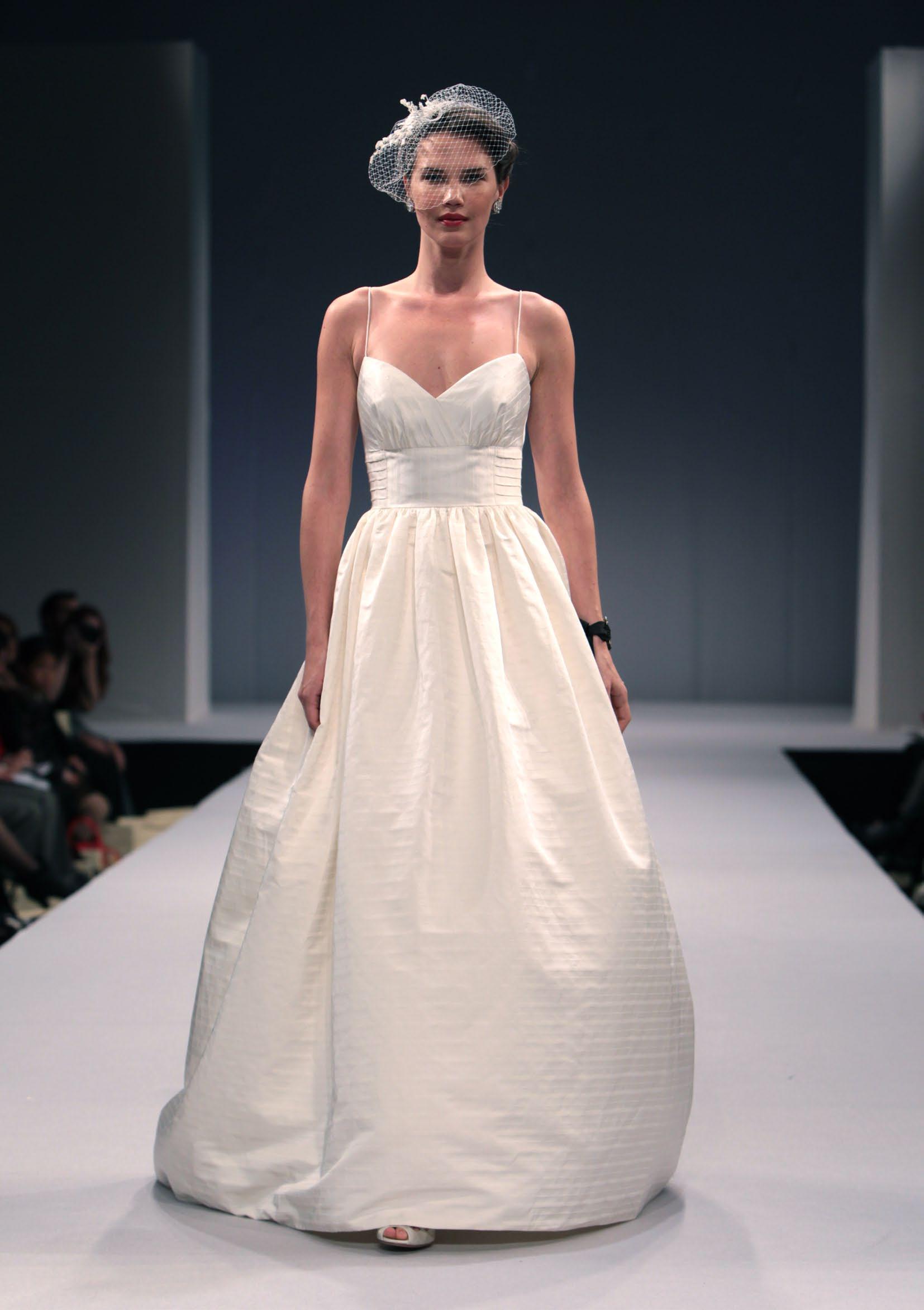renting designer wedding dresses photo - 1