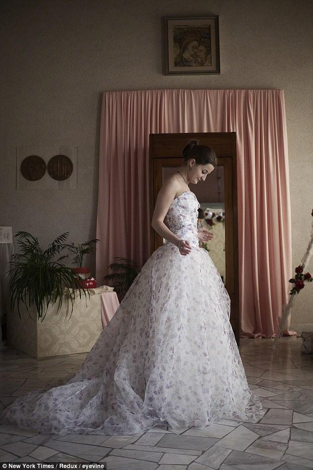 second hand wedding dresses photo - 1