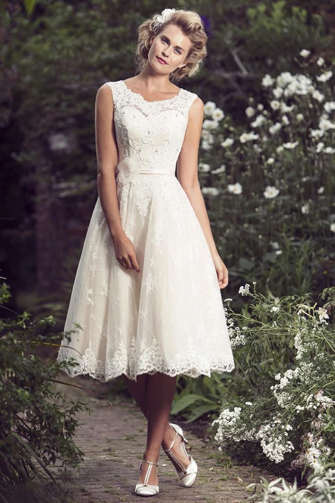 simple wedding dresses with lace photo - 1