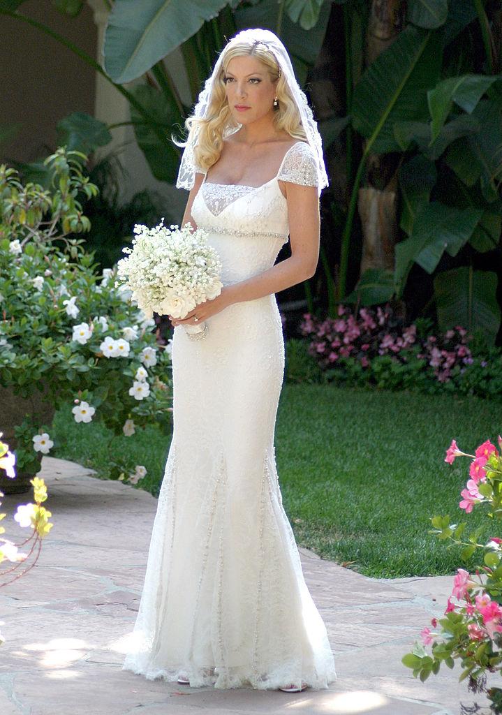 tori spelling wedding dresses photo - 1