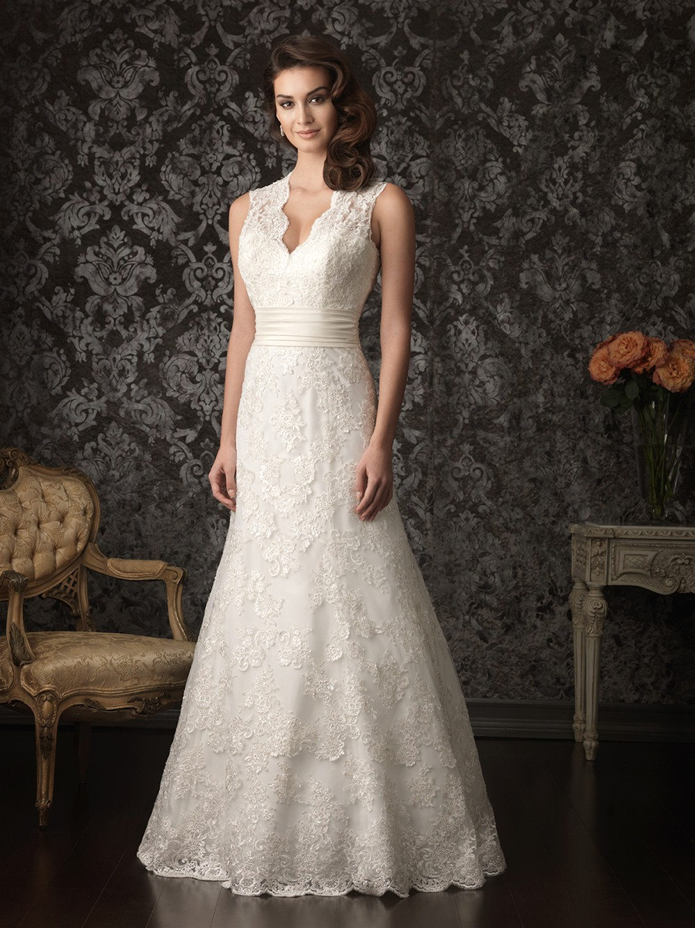 traditional lace wedding dresses photo - 1