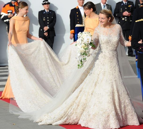 traditional wedding dresses around the world photo - 1