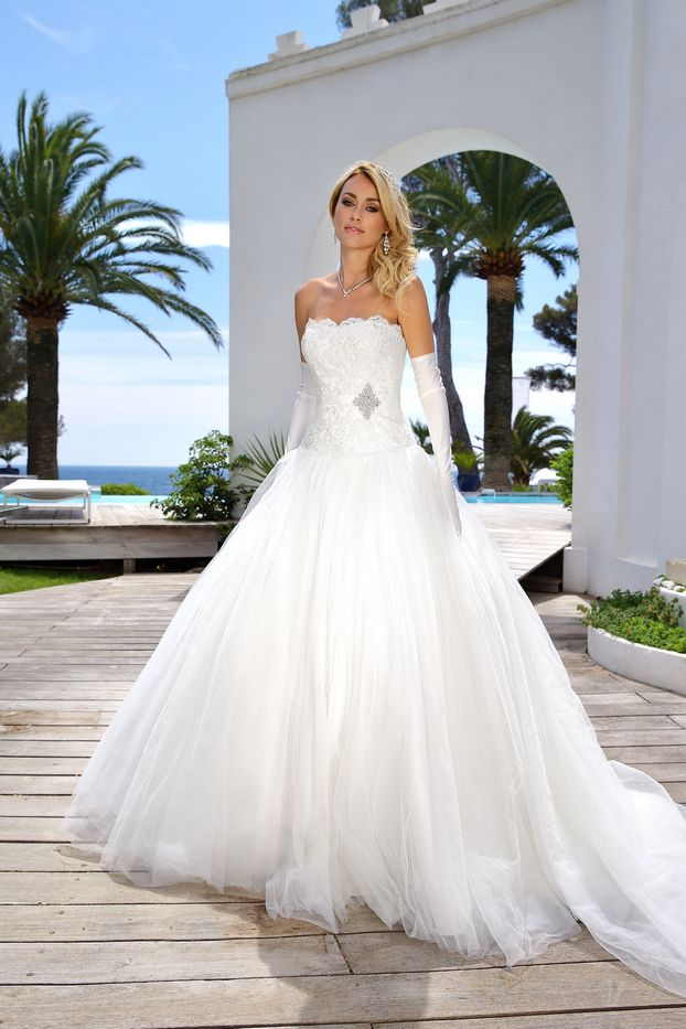 wedding dresses 2016 trends photo - 1