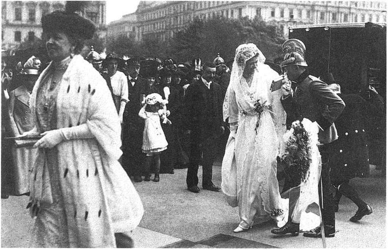 wedding dresses descriptions photo - 1