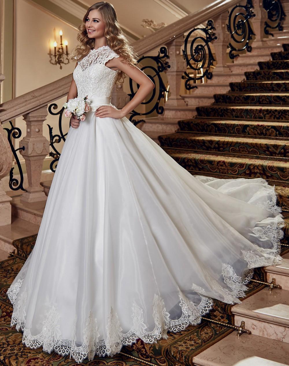 wedding dresses for broad shoulders photo - 1