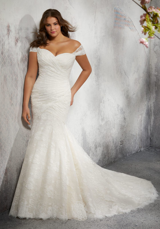 wedding dresses for fuller figured women photo - 1
