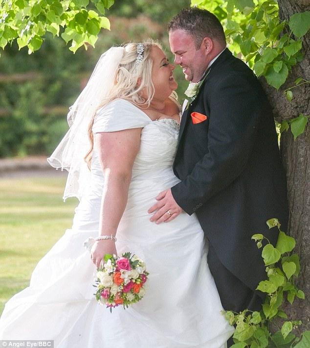 wedding dresses for petite curvy brides photo - 1