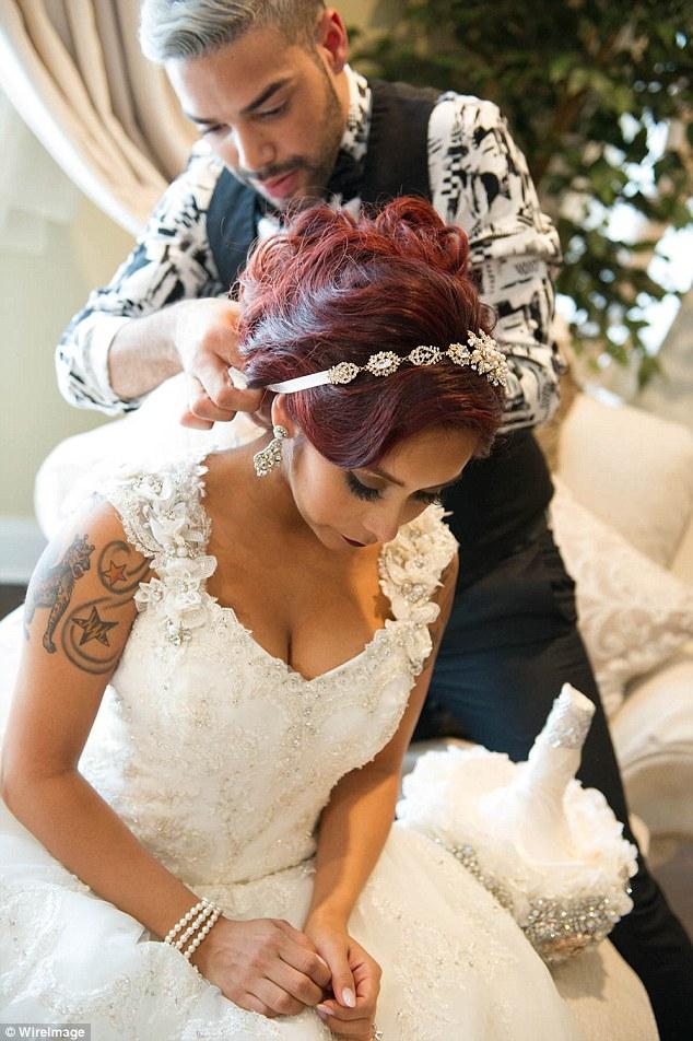 wedding dresses for pregnant photo - 1
