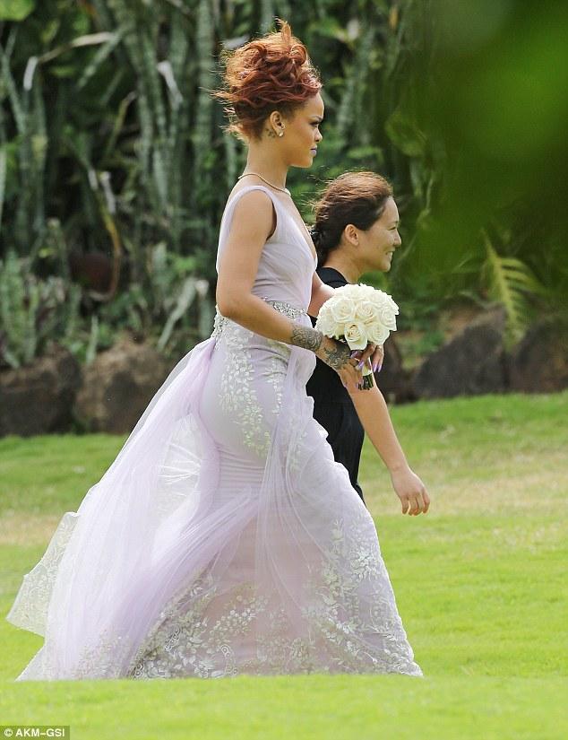 wedding dresses hawaii photo - 1