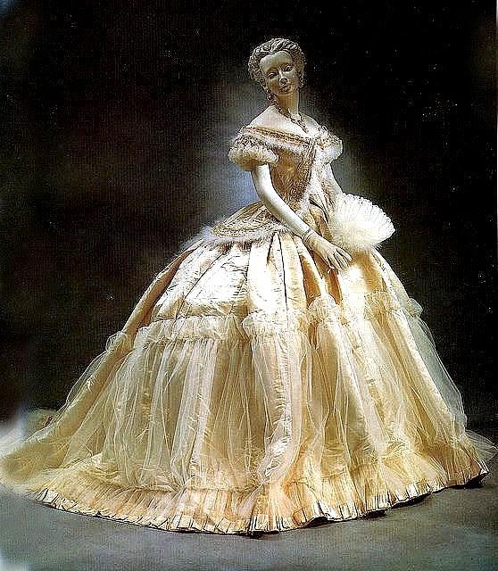 wedding dresses historical photo - 1