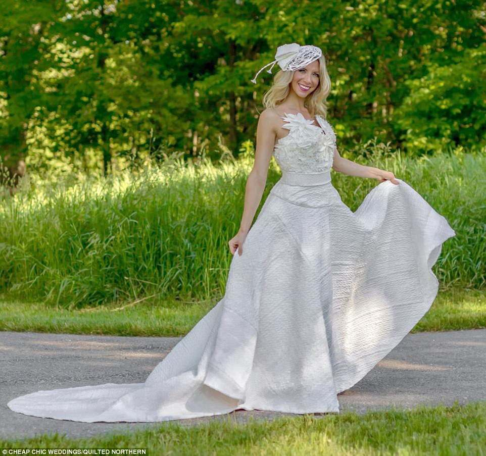 wedding dresses made out of toilet paper photo - 1