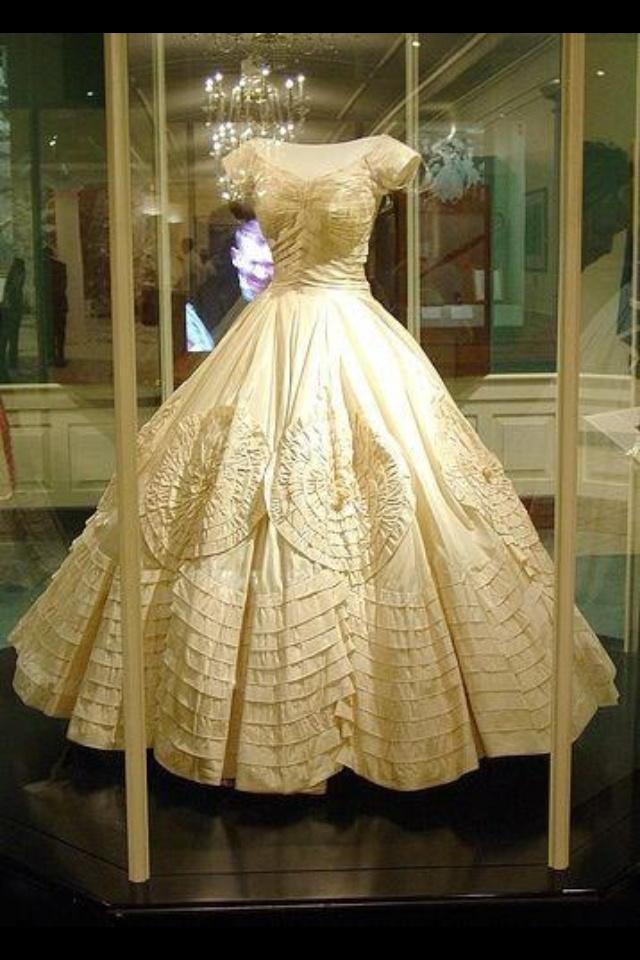 wedding dresses under 800 photo - 1