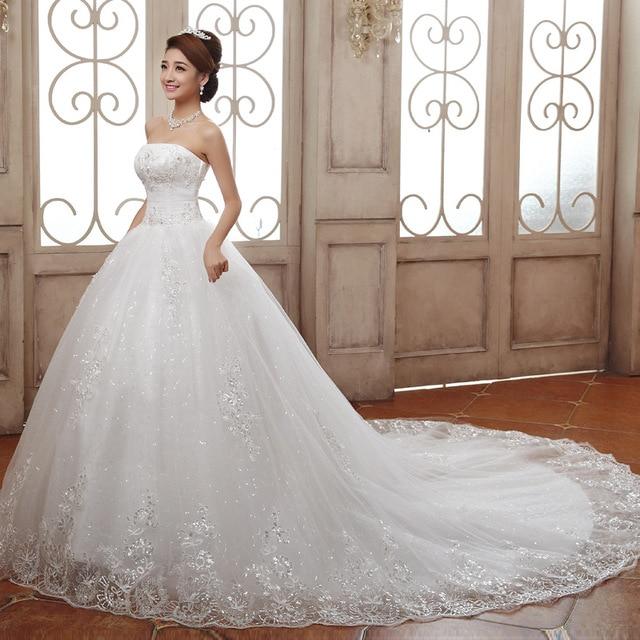 wedding dresses with a long train photo - 1