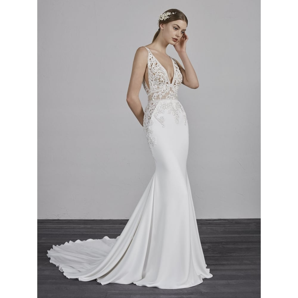 wedding dresses with back detail photo - 1