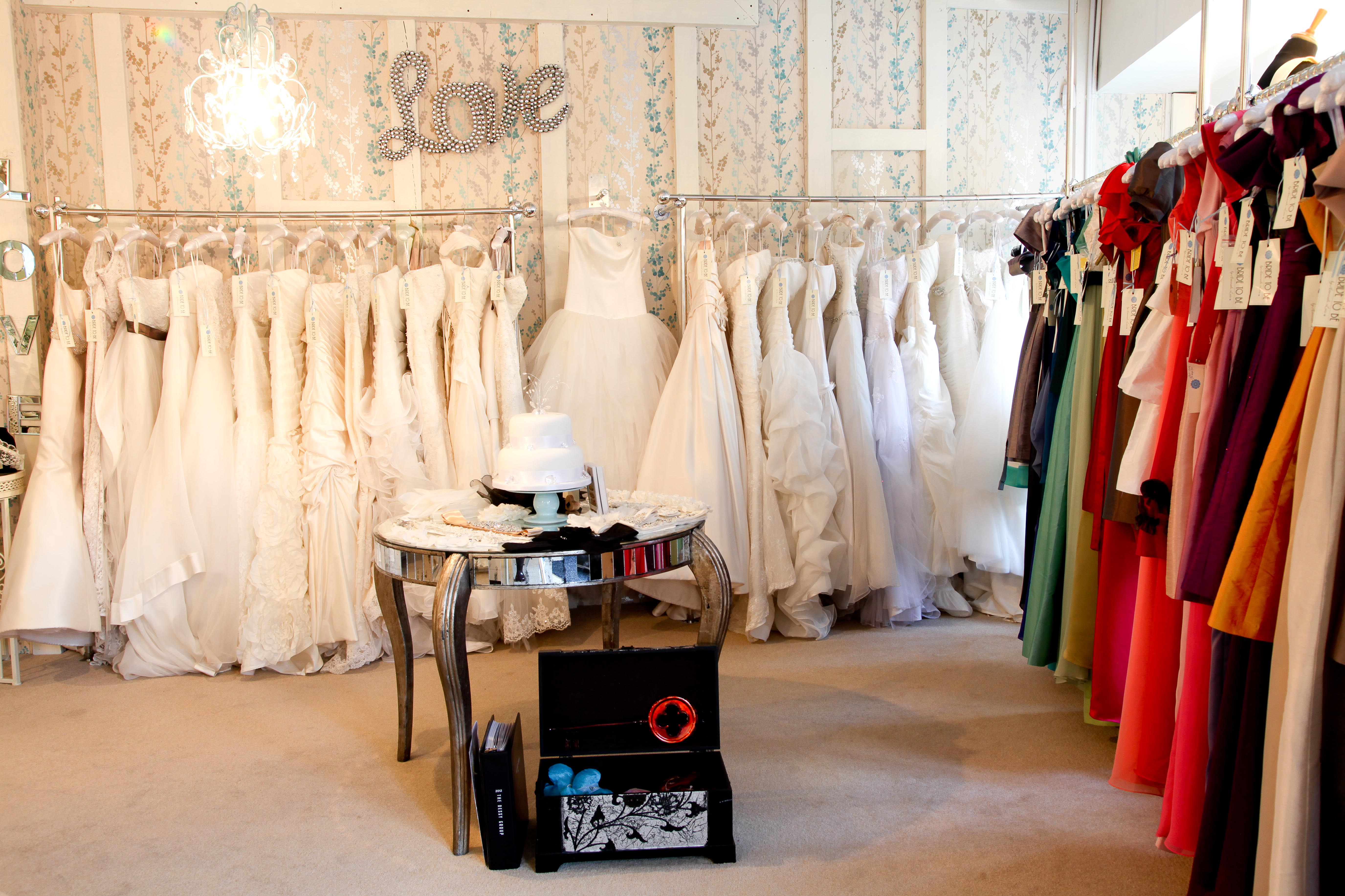 where to shop for wedding dresses photo - 1