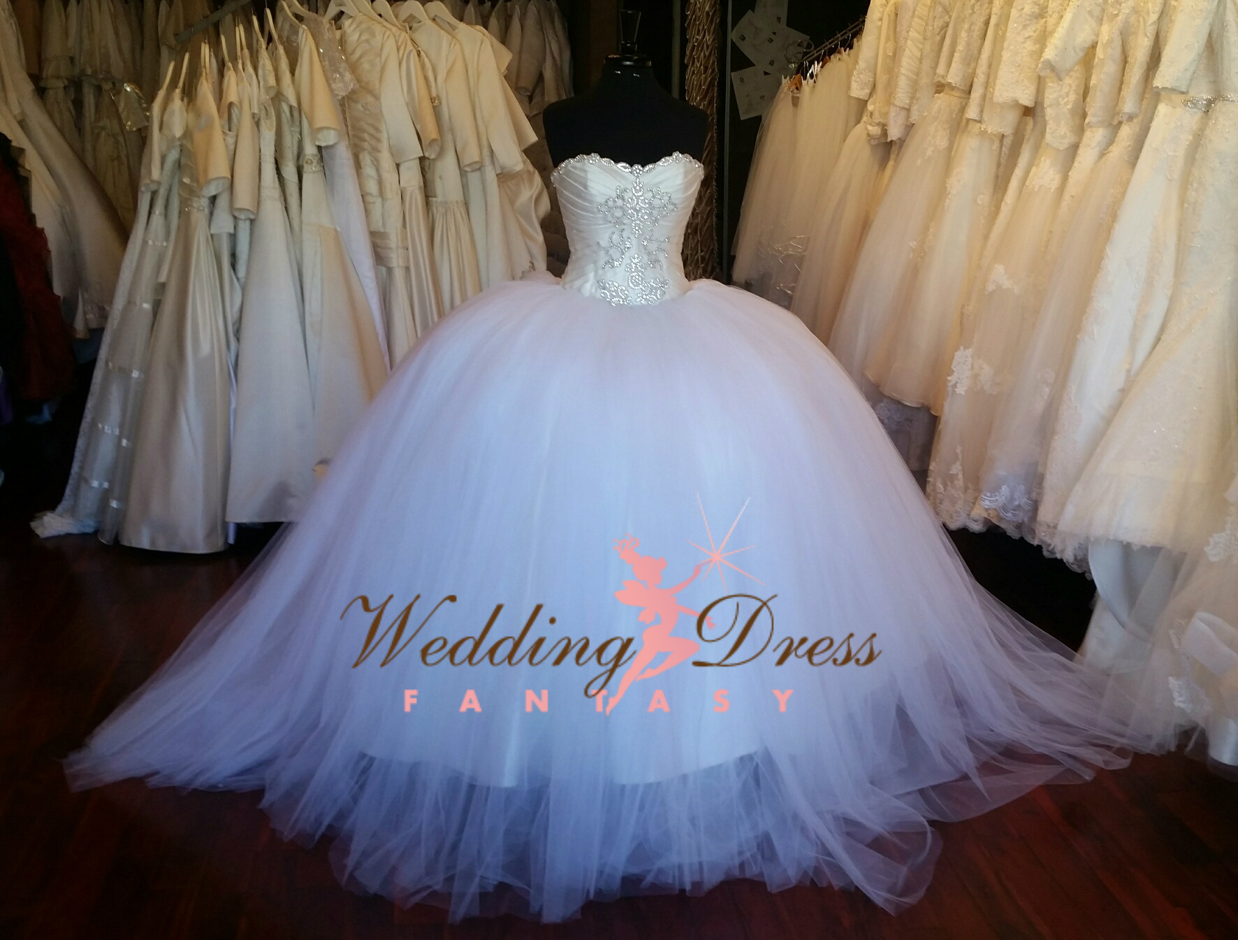 white and red wedding dresses photo - 1
