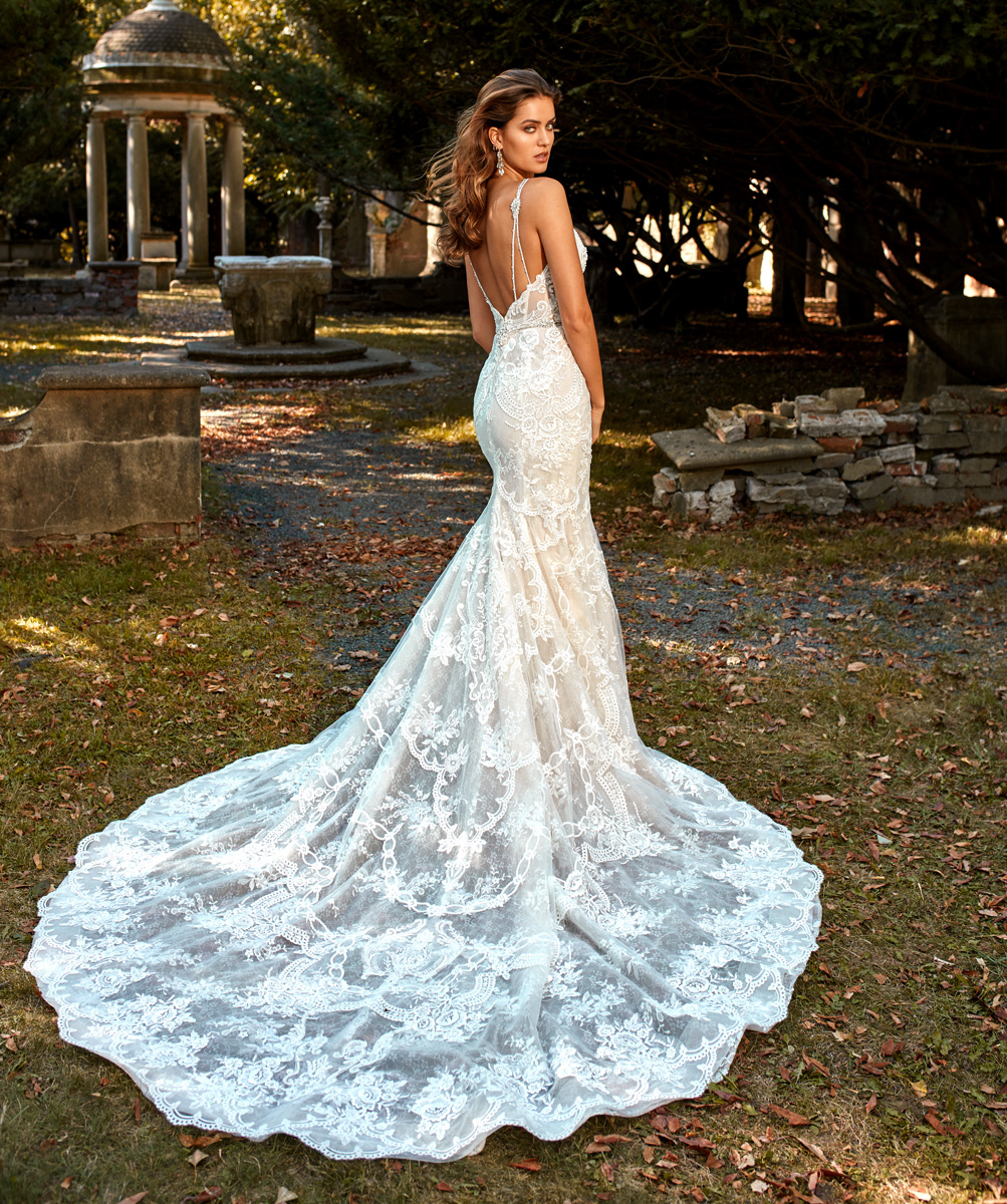 white fitted wedding dresses photo - 1