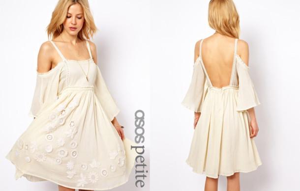 white flowy wedding dresses photo - 1