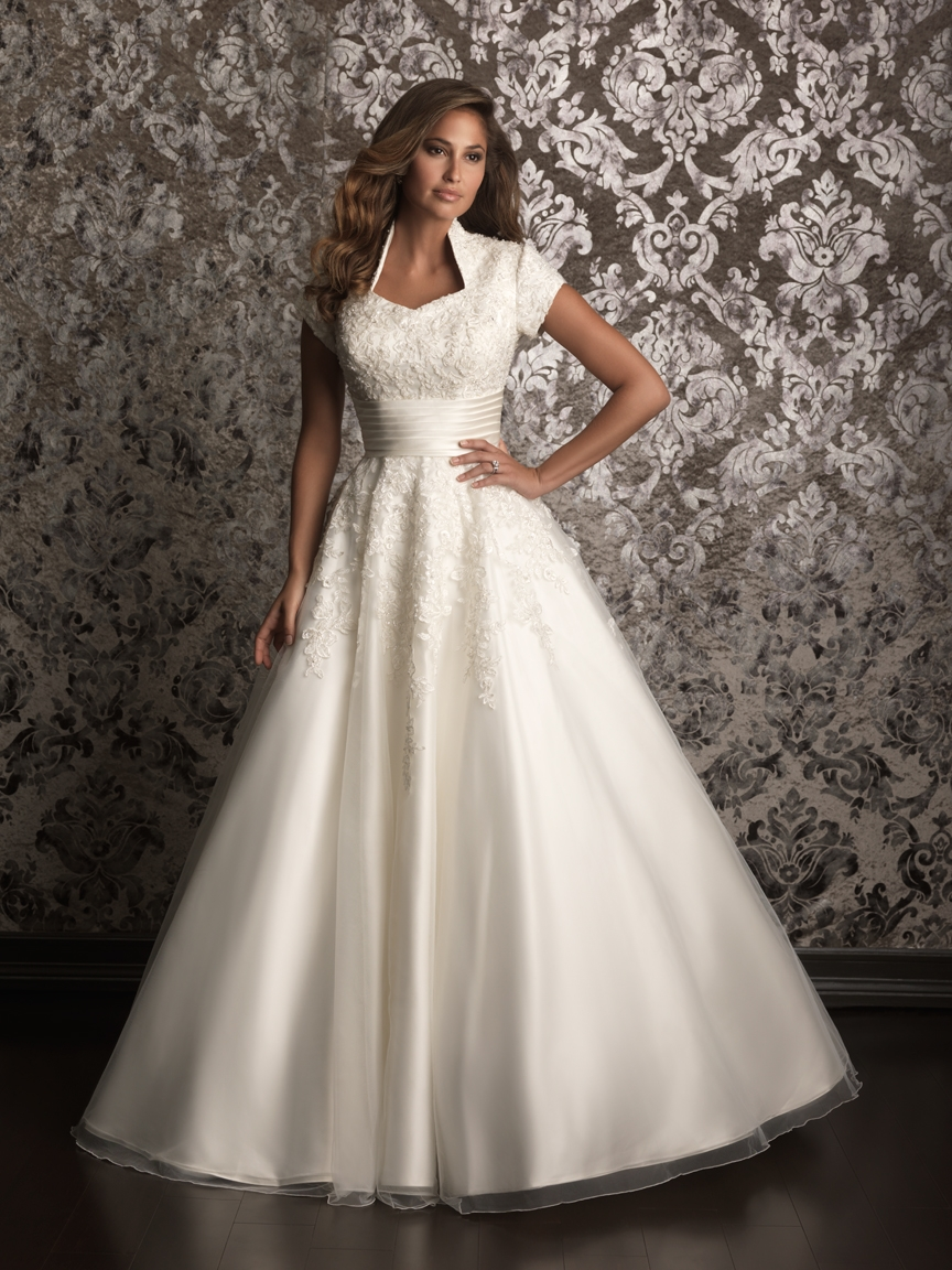 Backless Wedding Dresses & Bridal Gowns - Page 3 | hitched