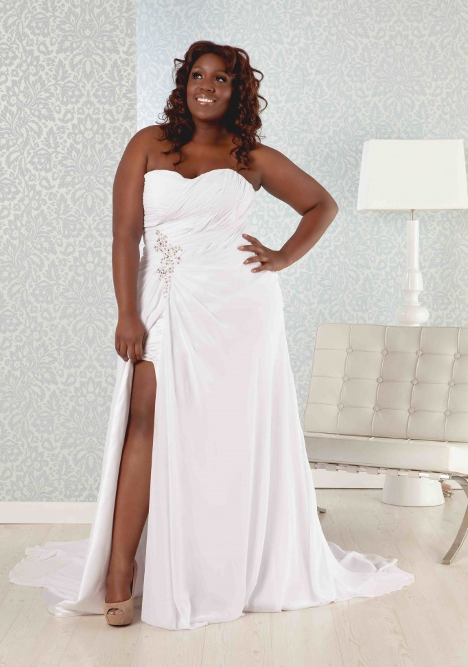 beach wedding dresses plus size photo - 1