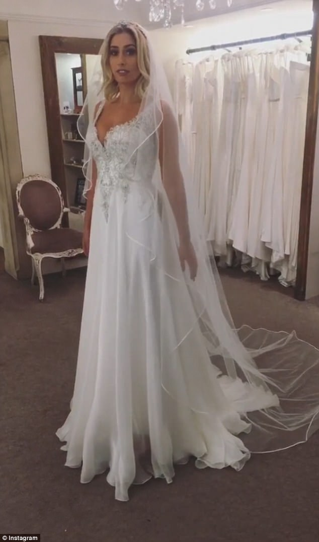 try on wedding dresses online photo - 1