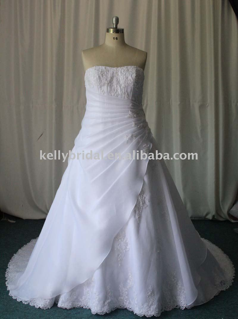 wedding dresses for small chest photo - 1