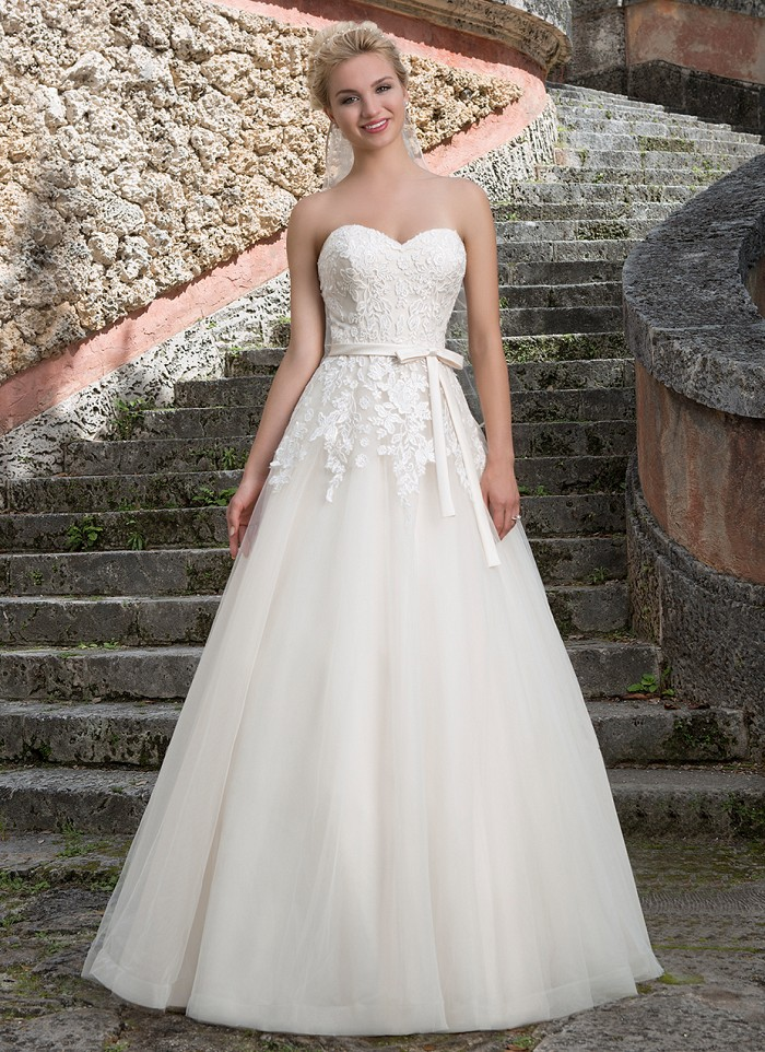 where to buy wedding dresses off the rack photo - 1
